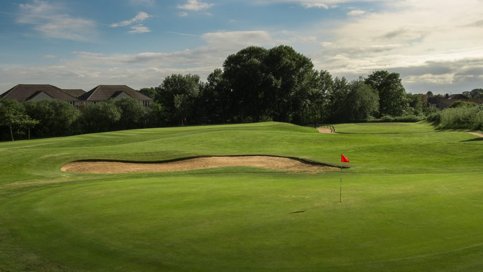 1st Hole at Sunbury Golf